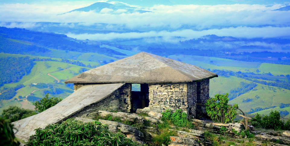 Casa da pirâmide em São Thome das letras - MG